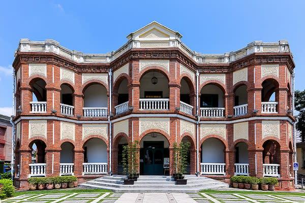 日治時代的老建築知事官邸是當時是台南廳行政長官的住所,深具歷史意義。