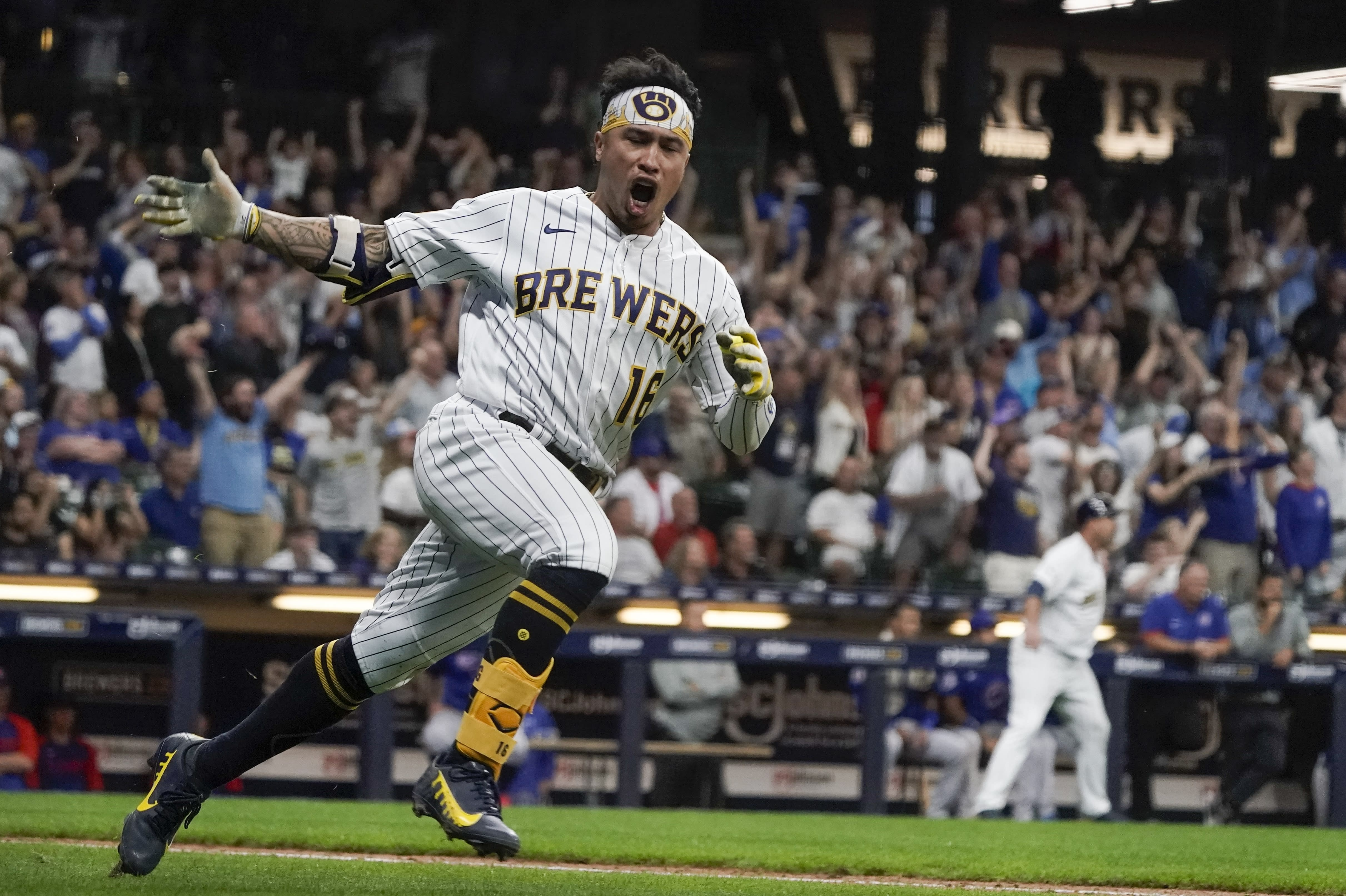 Brewers rally to top Cubs 8-5, move closer to division title