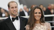 Prince William visits pregnant Kate in hospital