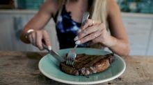 Une Youtubeuse vegan annonce qu'elle devient carnivore… Et ça ne passe pas