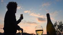 Jogging, réunions en visio et photos de pain : le reconfinement vu par les réseaux sociaux
