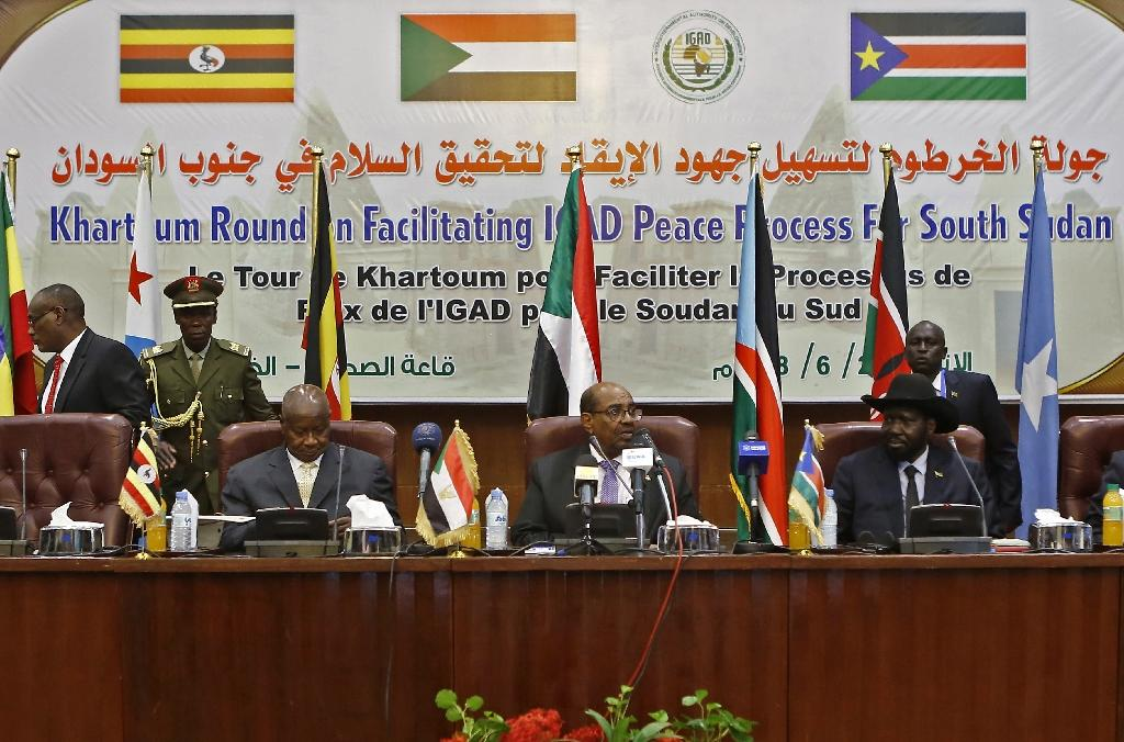 From left to right, Ugandan President Yoweri Museveni, Sudanese President Omar al-Bashir and South Sudanese President Salva Kiir, participate in peace talks in Khartoum on June 25, 2018 (AFP Photo/ASHRAF SHAZLY)