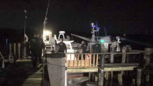2 people rescued after plane crashes into Hudson