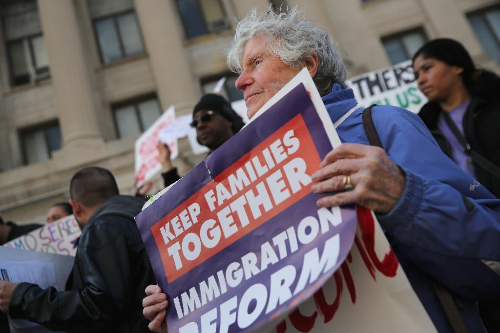 Immigration reform activists demonstrate to end deportations on April 5, 2014 in Newark, New Jersey (AFP Photo/John Moore)