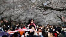 Asesores del primer ministro japonés piden estímulos masivos ante avance de epidemia