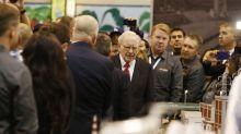 Berkshire Hathaway dumps IBM, adds Apple
