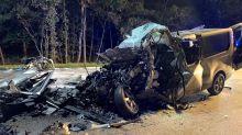 Transporter kracht in Lkw - fünf Tote auf A1