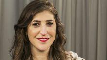 Mayim Bialik arrepentida por su artículo sobre Weinstein