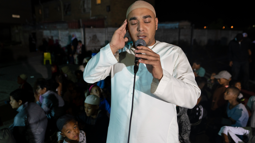 Cape Town: Pictures of how Muslim worship helps quell South African ganglands