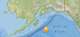 Huge quake off Alaska triggers tsunami warnings