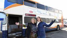 Dos mujeres convierten un bus en un refugio para indigentes