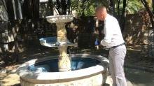 """""""Usata dagli spacciatori"""", il sindaco di Pescara distrugge la fontana"""