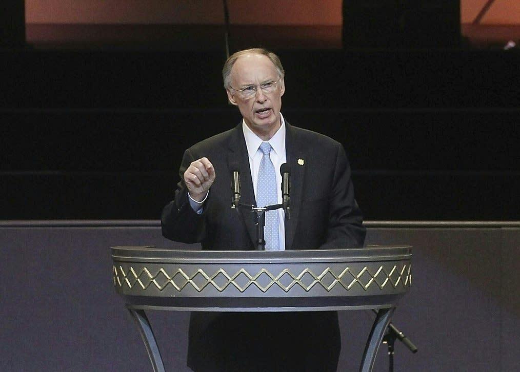Then Alabama Governor Robert Bentley speaks during an event in Birmingham, AL, in 2011 (AFP Photo/Mario Tama)