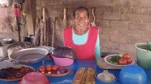 Doña Lupita, la nueva 'abuelita YouTuber' que triunfa con sus recetas tradicionales