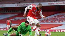 Arsenal aproveita falhas da defesa do Liverpool e vence o campeão inglês de virada