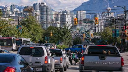 Construction workers chase down suspect in Vancouver carjacking