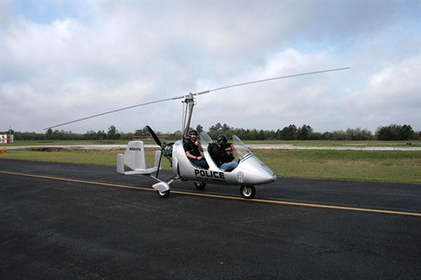 Flying cops board gyroplane for Big Brother-style eyes in the sky