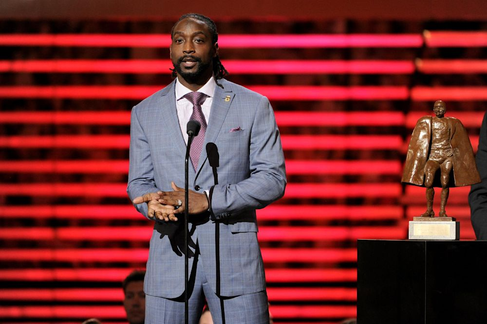 Charles Tillman of the Chicago Bears accepts the award for Walter Payton NFL Man of the Year in 2014. (AP)