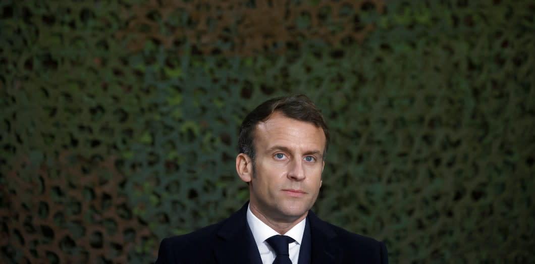 Macron lâché par les élites
