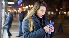 Mulher é aconselhada a terminar com namorado após encontrar mensagens em seu celular