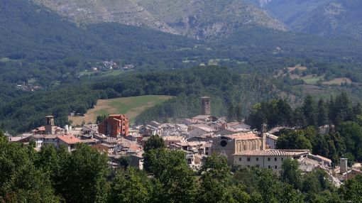 Italy's cooks take to the stoves for quake victims