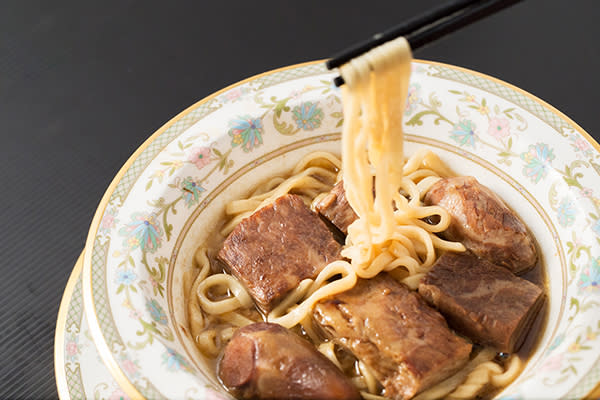 一碗要價一萬元的元首牛肉麵 (圖/牛爸爸牛肉麵,以下同)