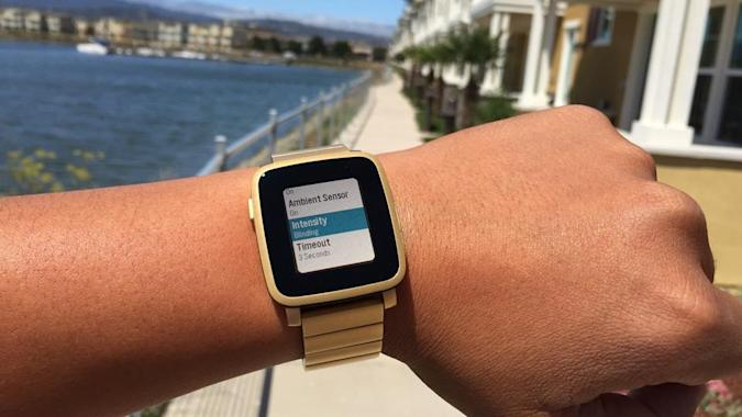 Pebble Time update helps you see your watch indoors
