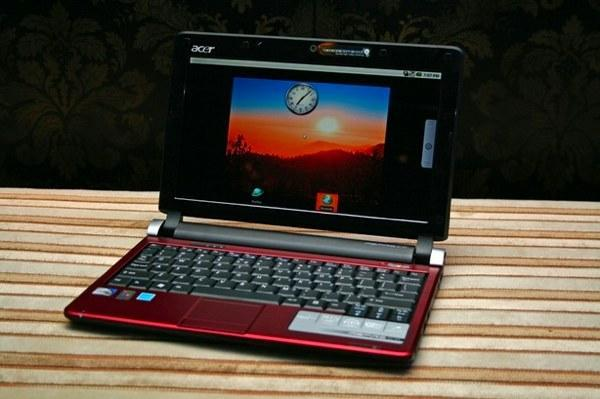 Acer Aspire One D250 Android netbook gets fondled and photographed