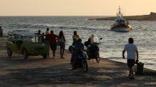 Fast 370 Migranten in altem Fischerboot nach Lampedusa gebracht