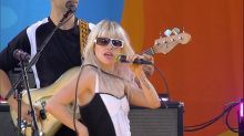 Paramore rocks out to 'Hard Times' live on 'GMA'