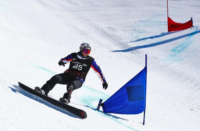 A US Paralympian designed Team USA's snowboard prosthetics