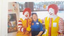 Was uns eine 90-jährige McDonalds-Mitarbeiterin über Glück beibringen kann