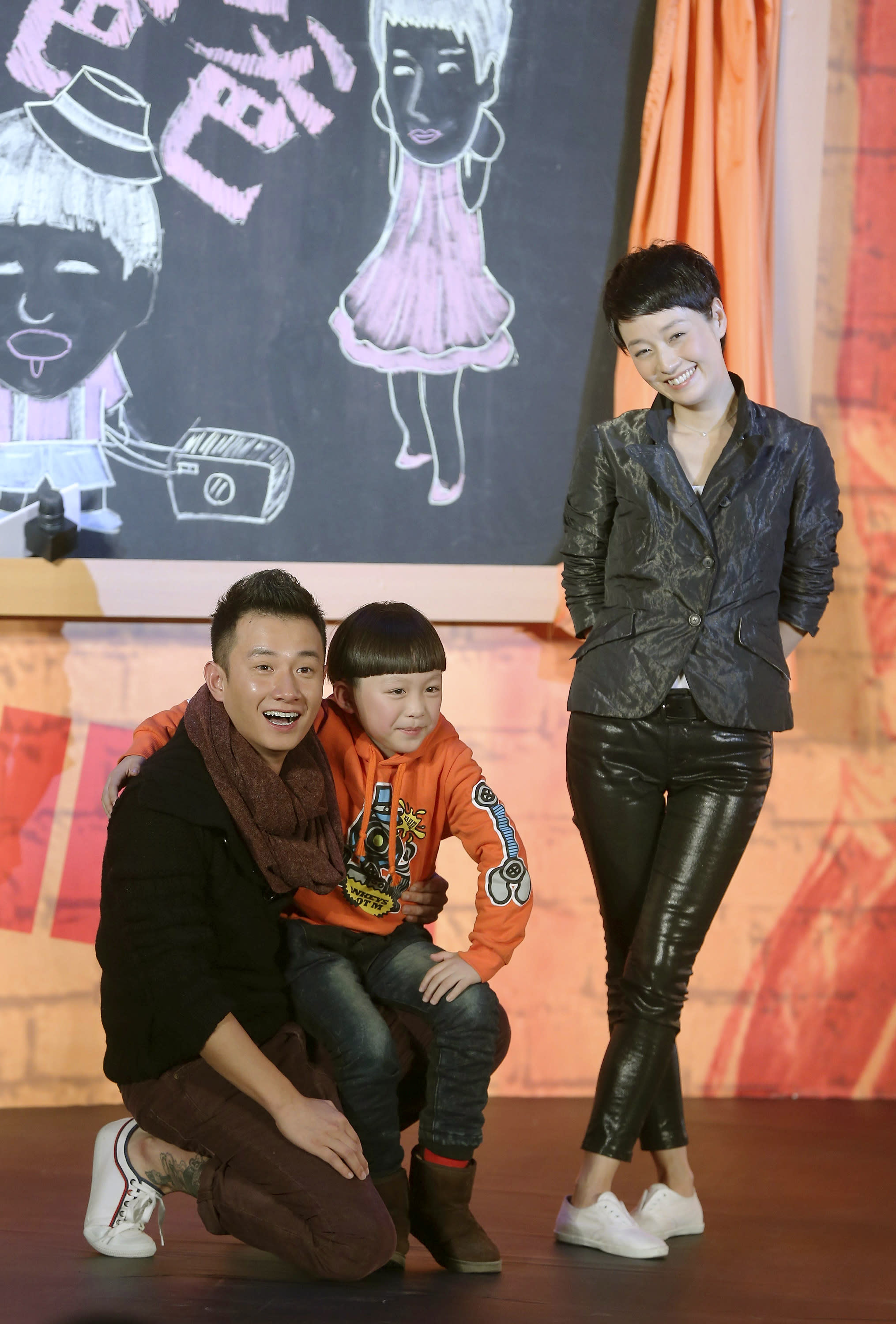 """In this Wednesday Dec. 5, 2012 photo, Chinese actor Wen Zhang, left, and his wife Ma Yili, a producer and actress pose with a child actor as they attend a presser for their TV series """"Little Daddy"""" in Beijing, China. The Chinese actor's apology to his actress wife following rumors of his infidelity has set a record for comments and retweets on China's version of Twitter. (AP Photo) CHINA OUT"""