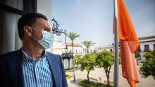 Así están probando en un pueblo de Sevilla un pionero código de banderas de colores para frenar los rumores falsos del Covid-19
