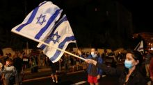 Thousands of Israelis protest against Netanyahu despite lockdown