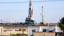 El petróleo baja mientras los temores ligados a la producción se disipan