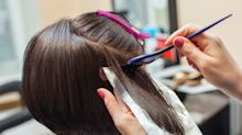 Alertan que los productos para teñir y alisar el cabello pueden aumentar el riesgo de cáncer de seno