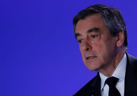 Fillon, el liberal herido por los escándalos de trabajos falsos