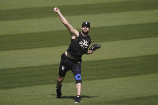 Chicago White Sox pitcher Lucas Giolito throws at practice during a baseball workout in Oakland, Calif., Monday, Sept. 28, 2020. The White Sox are scheduled to play the Oakland Athletics in an American League wild-card playoff series starting Tuesday. (AP Photo/Jeff Chiu)