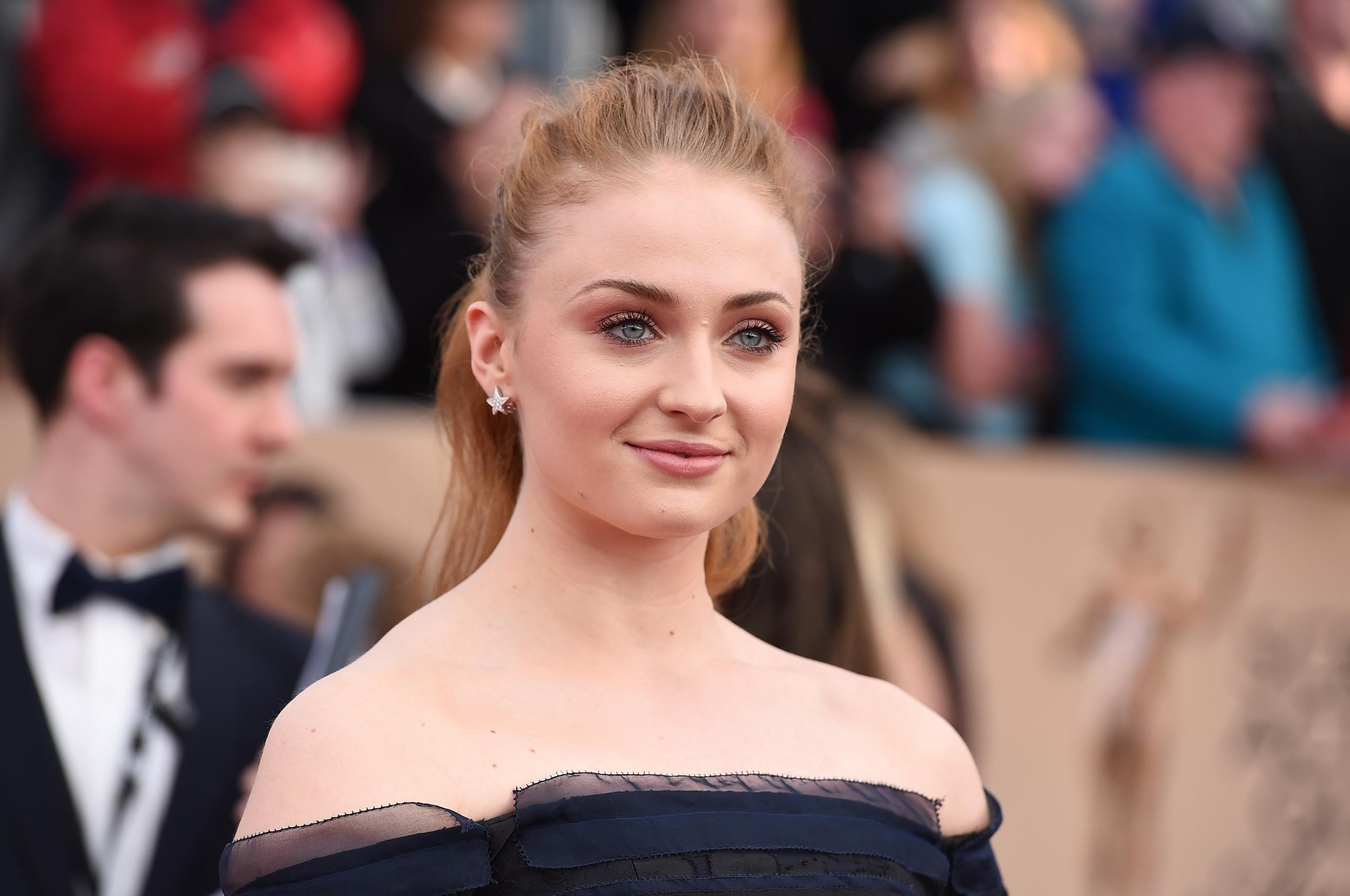 Sophie Turner arrives at the 22nd annual Screen Actors Guild Awards at the Shrine Auditorium & Expo Hall on Saturday, Jan. 30, 2016, in Los Angeles. (Photo by Jordan Strauss/Invision/AP)