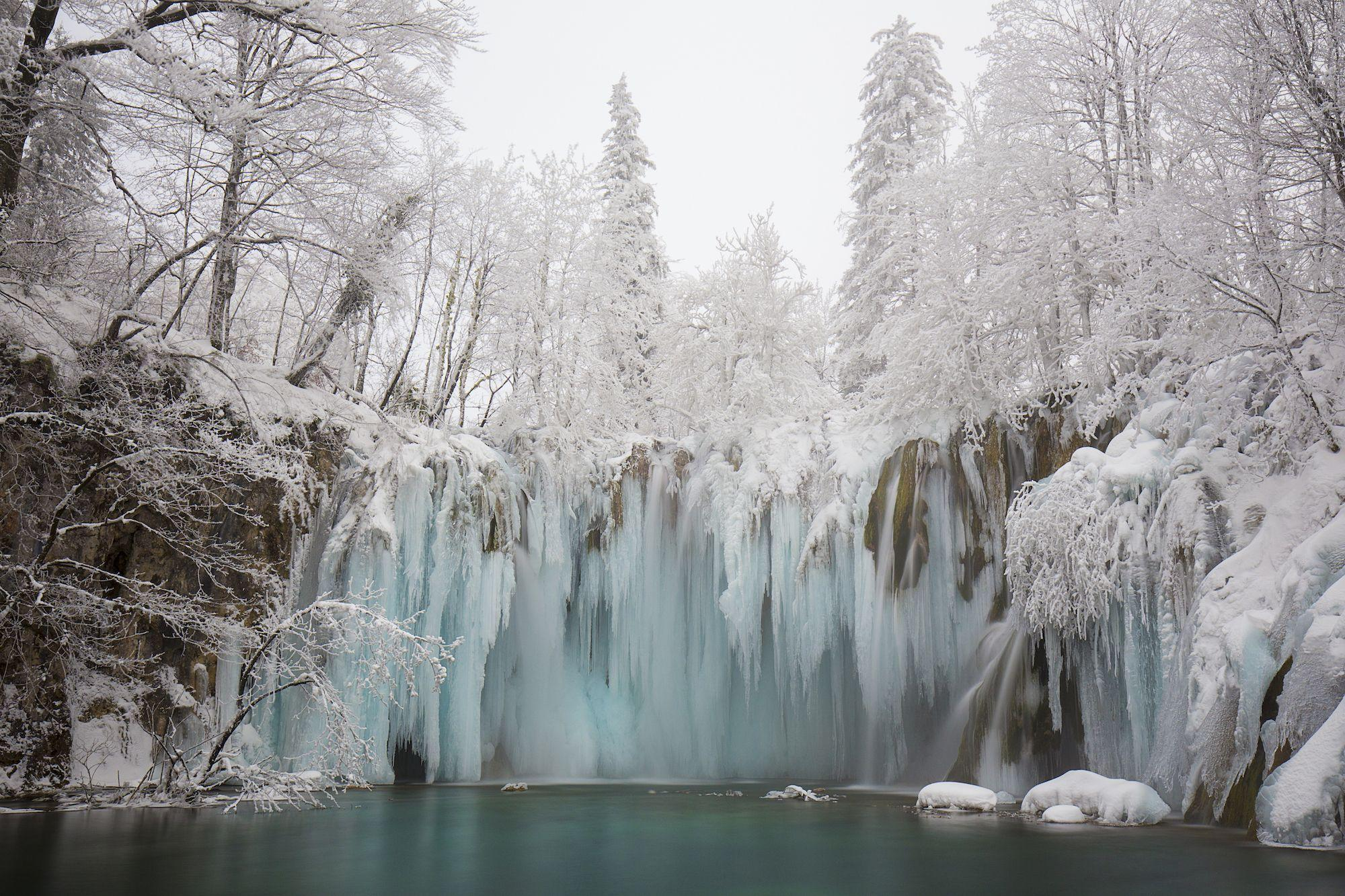 uk.movies.yahoo.com: Frozen Waterfalls That Show the Beauty of Wintertime