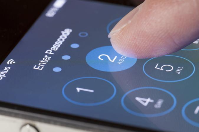 Un hacker asegura tener la herramienta de hackeo de iOS que usó el FBI