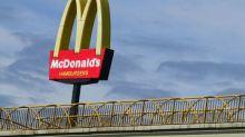 Justiça condena McDonald's por obrigar funcionária a ficar nua diante de colegas