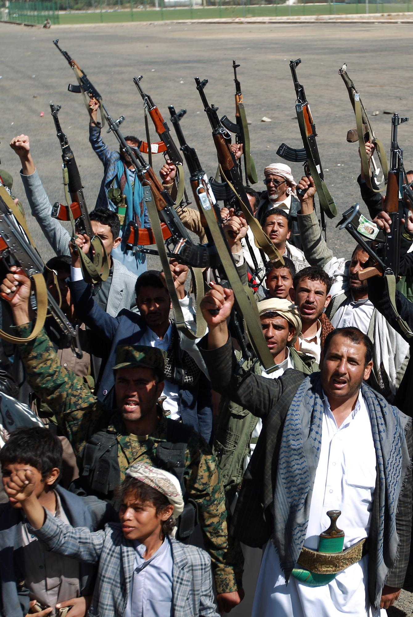 Yemeni armed members of the Shiite Huthi movement take part in a demonstration in Sanaa on February 4, 2015 in support of the militia (AFP Photo/Mohammed Huwais)