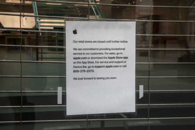 Soho NY March 20, 2020 Apple Store closed notice Notice says store is closed
