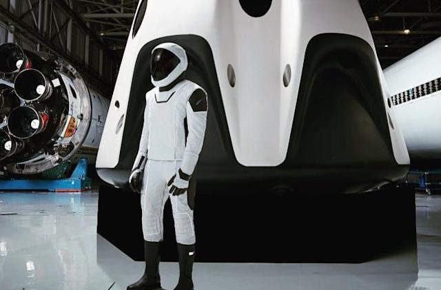 Here's a full-length look at SpaceX's spacesuit