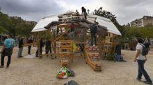 Marseille: Une cabane venue de Notre-Dame-des-Landes installée à la Plaine par les opposants