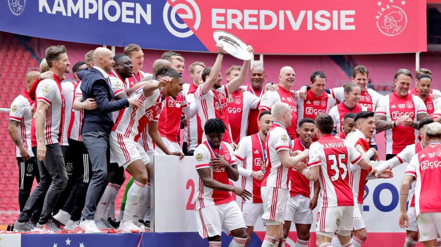 L'Ajax condivide la vittoria delle Eredivise con i tifosi in maniera speciale