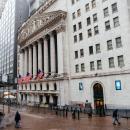 Dow sets new record; tech stocks lag as Netflix drops