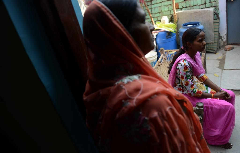 Tuberculosis patient Anita (R), 23, seen at her home in Sonipat, India (AFP Photo/Money Sharma)